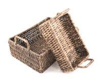 2 коричневых плетеных изолированной корзины Стоковые Фото