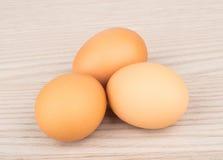 3 коричневых сырцовых яичка цыпленка Стоковые Изображения