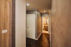 Коридор в квартире Парадный вход к комнате Стоковое Фото