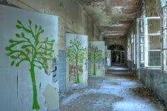 Коридор в покинутой больнице в Beelitz Стоковые Фотографии RF