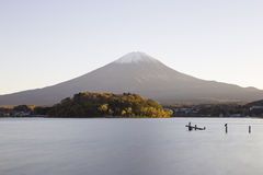 Коридор клена на реке Nashigawa, Японии Стоковая Фотография