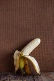 Корка банана на древесине Стоковое Изображение