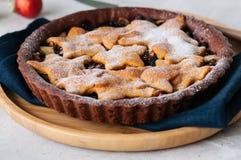 Корка пряника шоколада семенит пирог с ванильными звездами на wh Стоковые Изображения