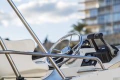Кормило рекреационной яхты стоковые изображения