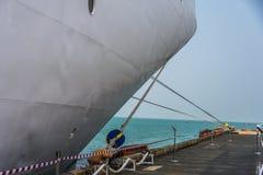 Кормка причаленной шлюпки и горизонта моря Стоковое Изображение RF
