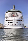 кормка туристического судна стоковые фотографии rf