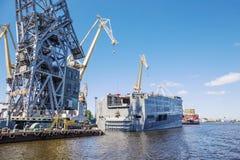 Кормовая часть военного корабля Мистрал-класса, Санкт-Петербург, Россия Стоковое Изображение