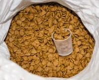 Корм для домашних животных в сумке Стоковое Фото