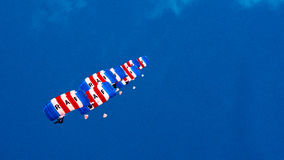 КОРНУОЛЛ, АНГЛИЯ, ВЕЛИКОБРИТАНИЯ - 10,2016 -ГО ИЮНЬ: Команда парашюта соколов RAF на королевском Корнуолле Стоковая Фотография RF