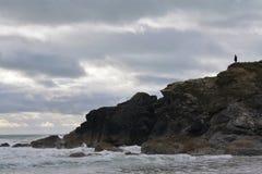 Корнуольское побережье на бурный день Стоковое Фото