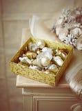 Коробка винтажных орнаментов рождества Стоковое Фото