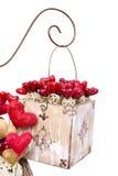 Коробка год сбора винограда при сердца изолированные на белизне Стоковые Изображения