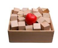 Коробка деревянных кирпичей и искусственного яблока Стоковое Фото