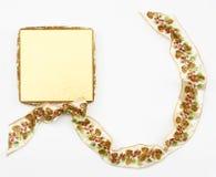 Коробка золота с лентой конуса сосны Стоковое Изображение