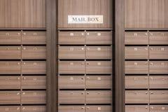 Коробка или почтовый ящик столба шкафчика Стоковые Фото