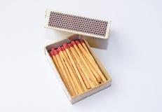 Коробка и спички спички изолированные на белой предпосылке Стоковое Изображение RF