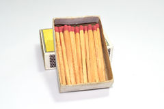 Коробка и спички спички изолированные на белой предпосылке Стоковая Фотография RF