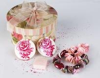 Коробка и ювелирные изделия стоковая фотография rf