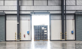 Коробка контейнера на тележке Стоковое Фото