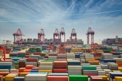 Коробка контейнера переноса Shanhai к эпицентру деятельности Сингапура Стоковая Фотография