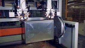Коробка нержавеющей стали во время процесса заварки видеоматериал