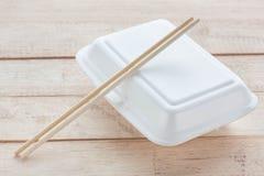 Коробка пены на деревянной предпосылке Стоковое Изображение RF