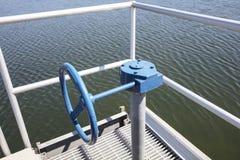 Коробка передач для клапан-бабочки или шарикового клапана с расширением стоковые фото