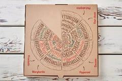 Коробка пиццы на деревянной предпосылке Стоковые Изображения RF