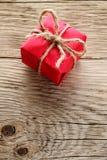 Коробка подарка на древесине Стоковые Изображения RF