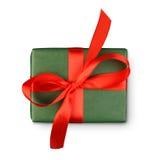 Коробка праздничного подарка дня рождения в упаковочной бумаге изолированной на белизне Стоковое Фото