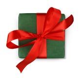Коробка праздничного подарка рождества в зеленой книге изолированной на белизне Стоковые Изображения