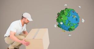 Коробка работника доставляющего покупки на дом поднимаясь низкой поли землей Стоковое фото RF