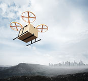 Коробка ремесла пробела неба летания трутня воздуха дистанционного управления дизайна желтого цвета фото родовая под поверхностью Стоковая Фотография