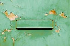 Коробка ретро старого зеленого почтового ящика винтажная почтовая Стоковое фото RF