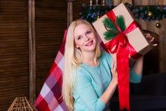 Коробка рождества, пуловер бирюзы, потеха Стоковая Фотография