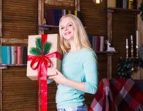 Коробка рождества, пуловер бирюзы, потеха Стоковые Фотографии RF