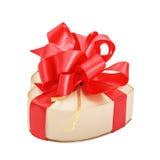 Коробка сатинировки в форме сердца с красным смычком Стоковая Фотография