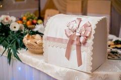 Коробка свадьбы Biege стоковое изображение rf