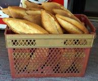 Коробка свеже испеченного хлебца хлеба Стоковые Изображения