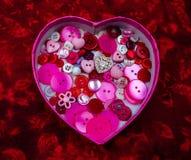 Коробка сердца форменная вполне кнопок Стоковые Фото