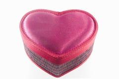 Коробка сердца с крышкой изолировала изображение с белой предпосылкой Стоковые Изображения RF