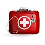 Коробка скорой помощи с стетоскопом на белой предпосылке Стоковое Фото