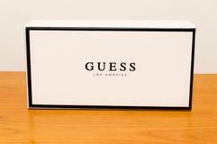 Коробка со знаком компании Лос-Анджелеса догадки Догадка американские бренд и розничный торговец одежды стоковое фото