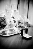 Коробка с кольцами против стекел шампанского Стоковое фото RF