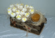 Коробка с цветками и гнездом Стоковая Фотография RF