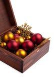 Коробка с baubles рождества стоковое фото rf