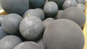 Коробка шариков сквоша и ракетки стоковые изображения