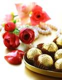 Коробка шоколадов и цветков Стоковое Изображение RF