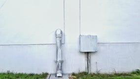 Коробка электрическая и трубка на стене Стоковые Изображения RF