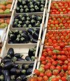 Коробки вполне свежих фруктов и овощей в рынке 1 Стоковое фото RF